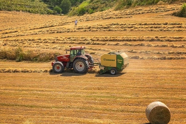 Handel und Reparatur von Traktoren, Landmaschinen und mehr
